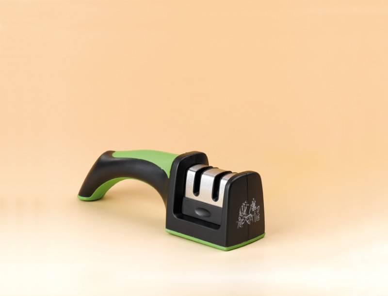 Brousek na nože s keramickým a karbonovým kotoučem